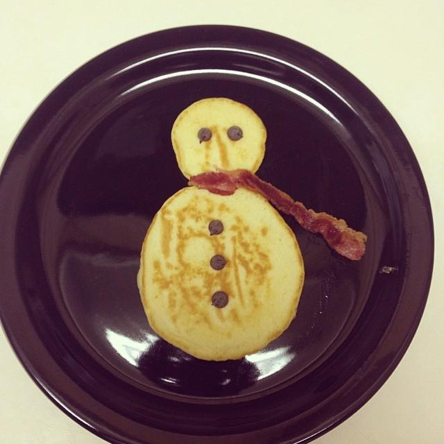 Snowman Pancakes can be a tasty winter treat if you know how to make them.