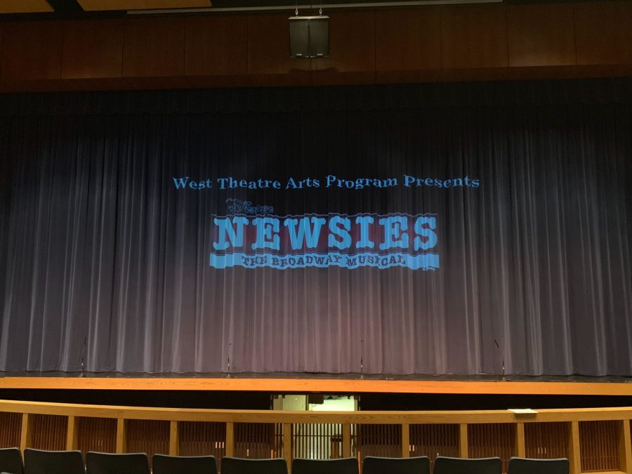 The newsies logo before the opening of the curtain for the first scene.
